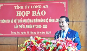 Long An newspaper quickly interviews new Secretary of Provincial Party Committee - Nguyen Van Duoc after XIth Provincial Party Committee Congress