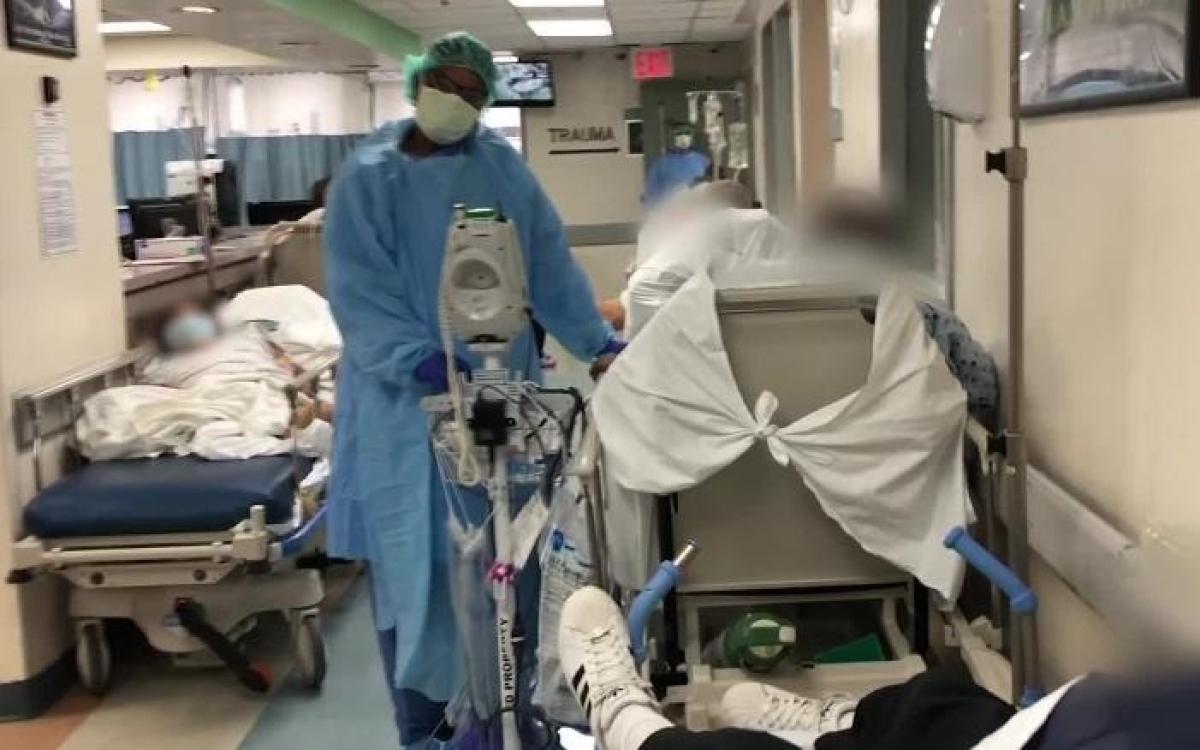 Bên trong một bệnh viện điều trị Covid-19 ở New York, Mỹ. Ảnh: CNN.