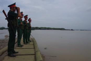 Vững vàng tay súng nơi cửa sông ra biển
