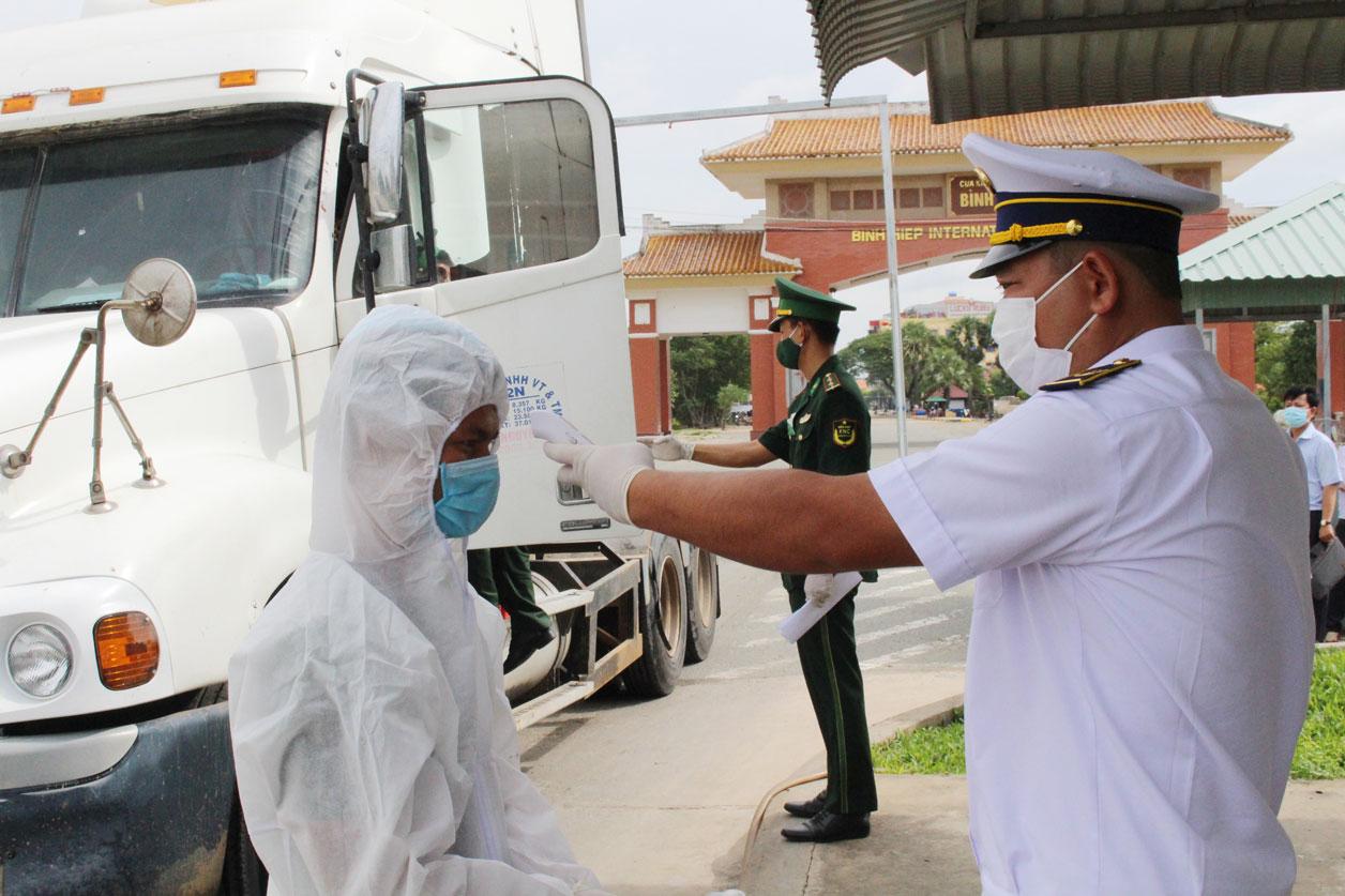 Ngành Y tế phối hợp ngành chức năng thực hiện nghiêm việc kiểm dịch y tế tại các cửa khẩu