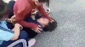 Lời qua tiếng lại, 2 nữ sinh bị bạn đánh và quay clip