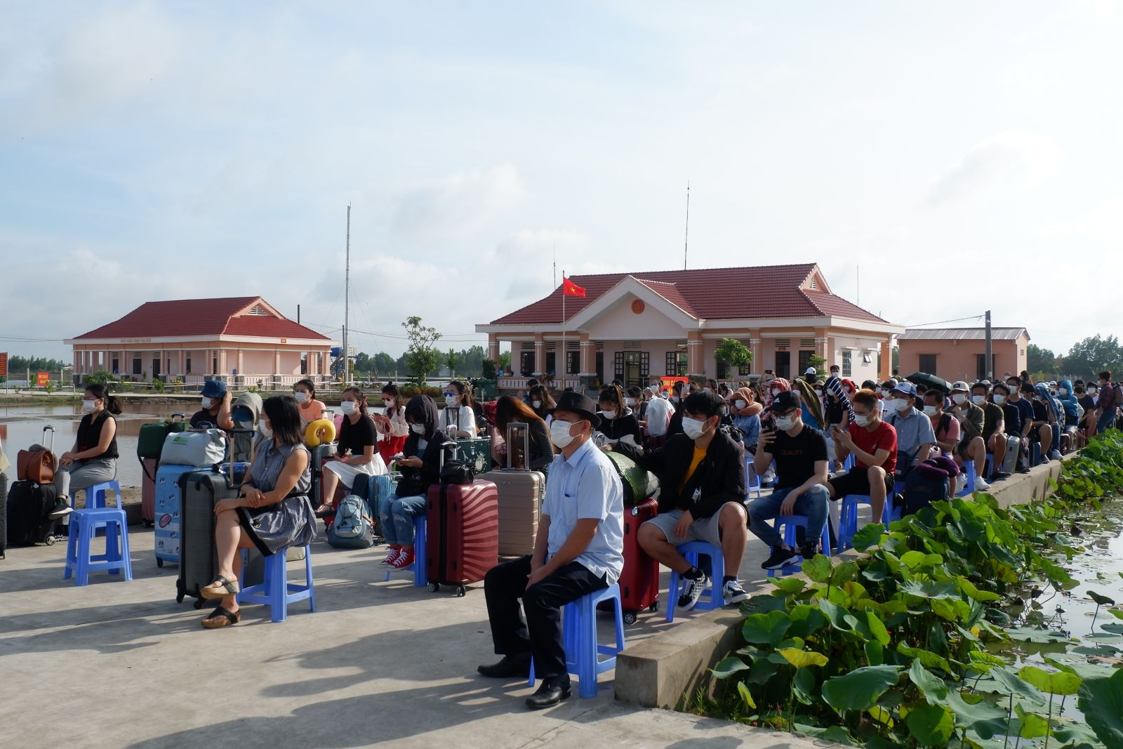 120 citizens completing the quarantine gathered in Moc Hoa district to prepare to return home