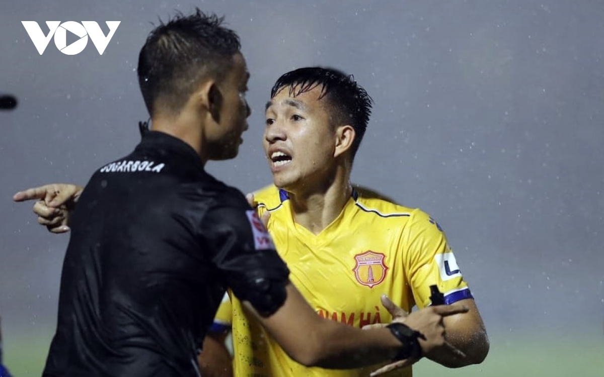 Nam Định là nạn nhân của trọng tài ở vòng đấu trước (Ảnh: Minh Hoàng).