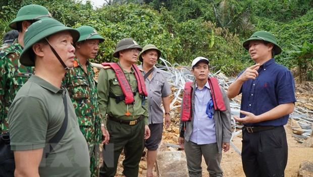 Bí thư Tỉnh ủy Thừa Thiên-Huế Lê Trường Lưu kiểm tra, chỉ đạo công tác tìm kiếm nạn nhân tại Thuỷ điện Rào Trăng 3. (Ảnh: TTXVN phát)
