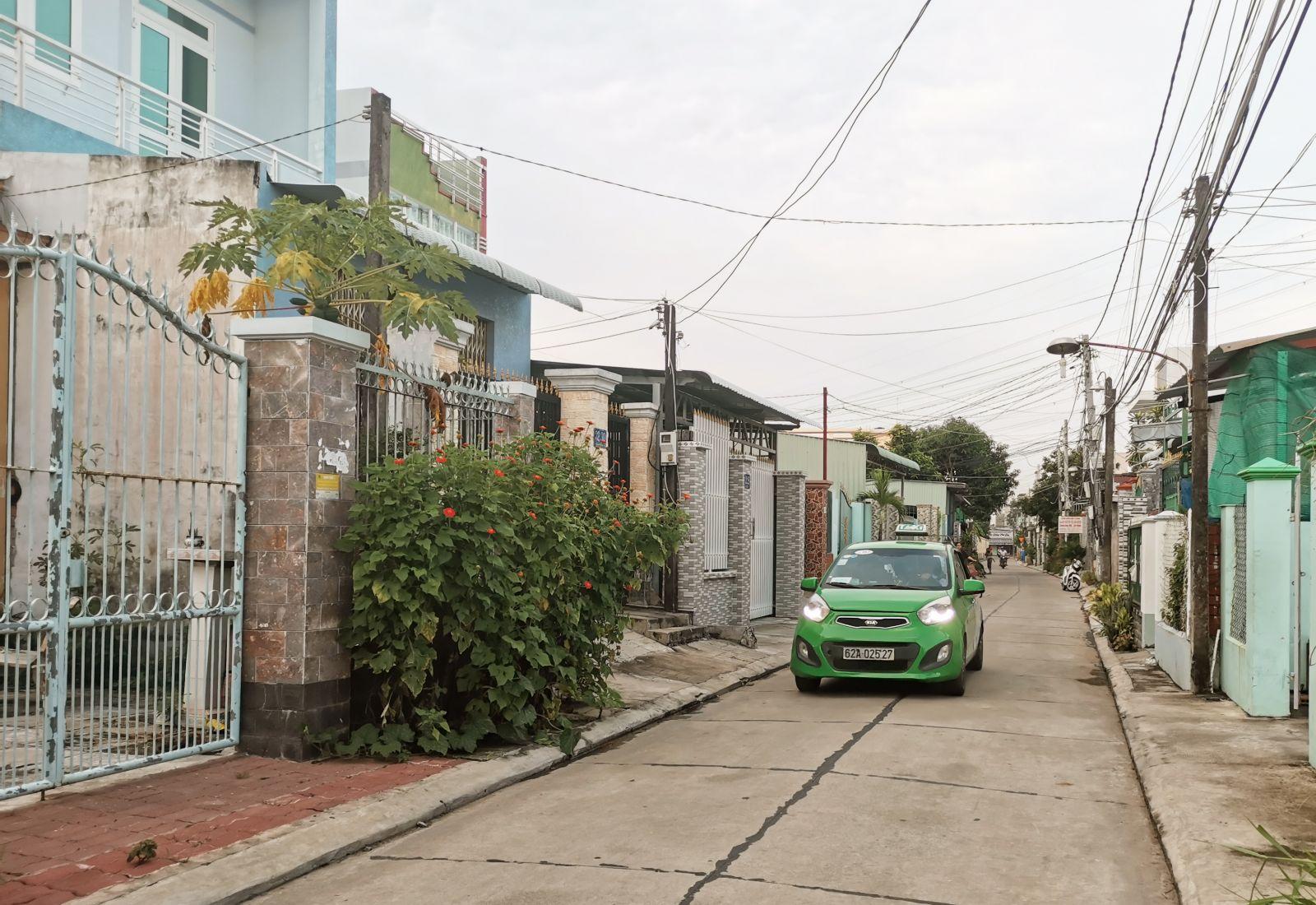 Nhờ dân vận khéo, các tuyến đường nội ô khu phố đã được nâng cấp, mở rộng