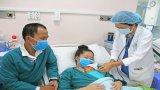 Cứu sống bé gái sinh cực non chỉ nặng 700g