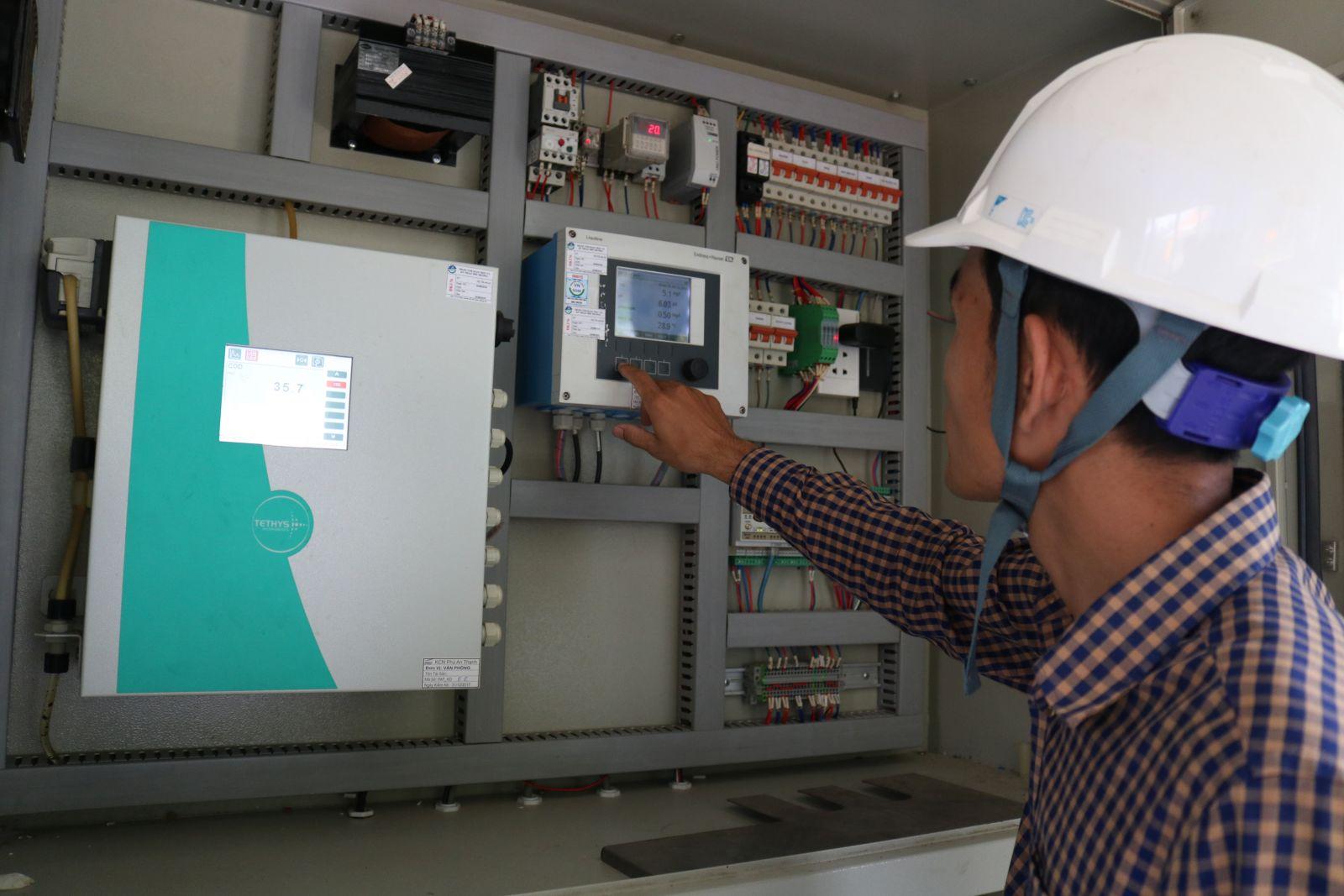 Lắp đặt trạm quan trắc và truyền dữ liệu về Sở Tài nguyên và Môi trường để theo dõi, quản lý, góp phần bảo vệ môi  trường