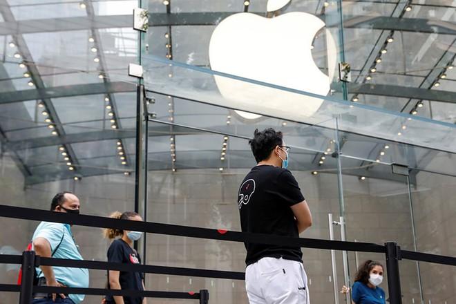 Doanh thu iPhone chiếm 40,9% tổng doanh thu của Apple trong quý 3. Ảnh: AFP