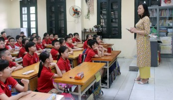 Từ 1/11, giáo viên không được phê bình học sinh trước trường, lớp