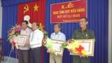 Tân Thạnh, Tân Hưng trao tặng huy hiệu Đảng cho đảng viên cao niên