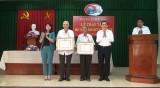 Đức Hòa, Tân Trụ trao Huy hiệu Đảng đợt 7/11/2020