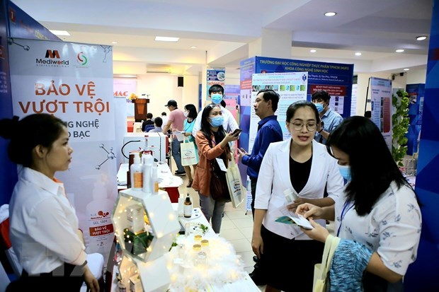 A tech-mart on biotechnology opens in Ho Chi Minh City on November 5, displaying 100 innovative technologies from 50 businesses and educational institutes.(Photo: VNA)