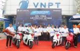 """VNPT Long An trao thưởng chương trình khuyến mại """"Xài Vina Lái VinFast về nhà"""""""
