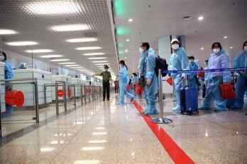 Việt Nam ghi nhận 10 ca mắc mới COVID-19, được cách ly khi nhập cảnh