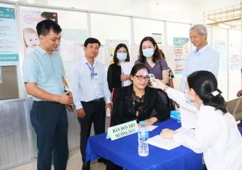 Cục Y tế dự phòng kiểm tra chiến dịch tiêm vắc xin cúm mùa cho nhân viên y tế tại Long An