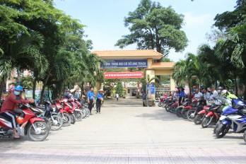 Cổng trường an toàn giao thông