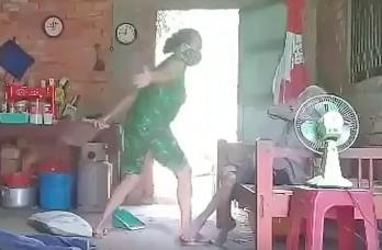 Truy tố người con đánh đập, hành hạ dã man mẹ già