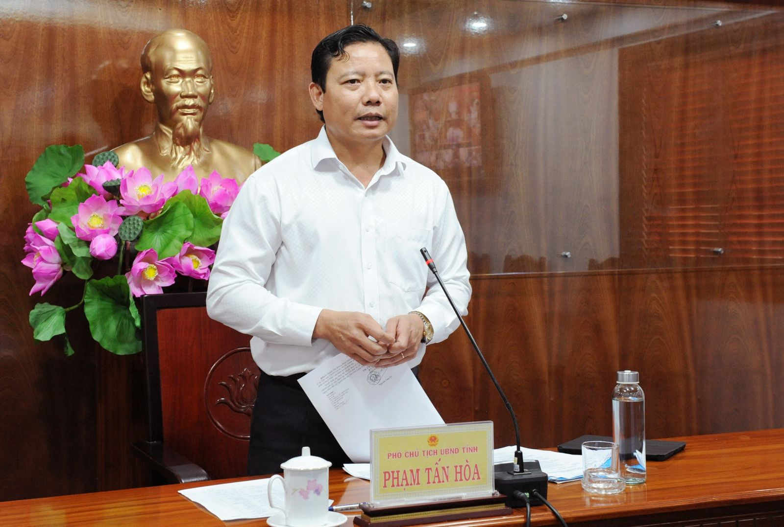 Vice Chairman of the Long An People's Committee - Pham Tan Hoa requests all levels and branches to be proactive, strengthen disease control, absolutely prevent epidemics from occurring in the province