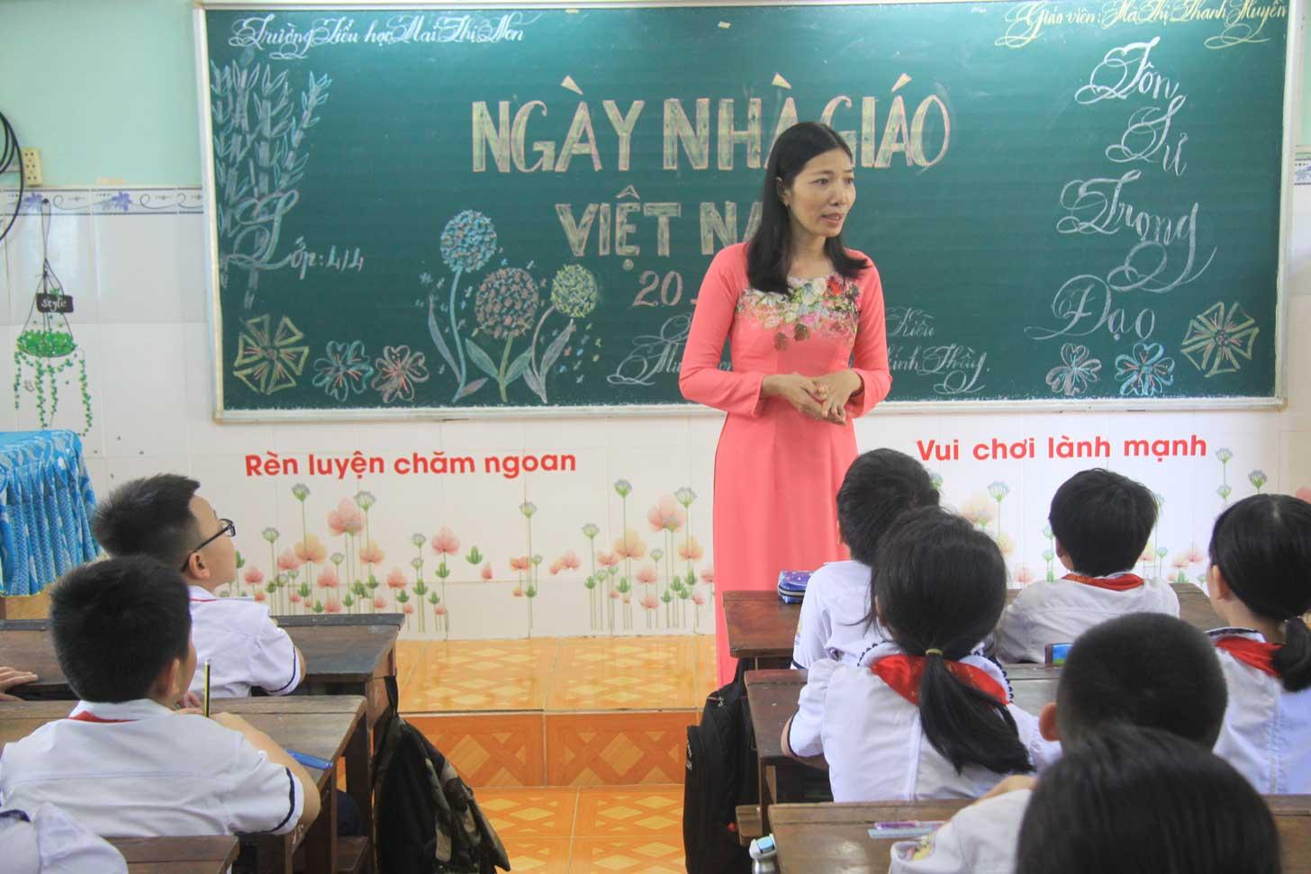 Cô Hà Thị Thanh Huyền luôn xem học sinh như con của mình