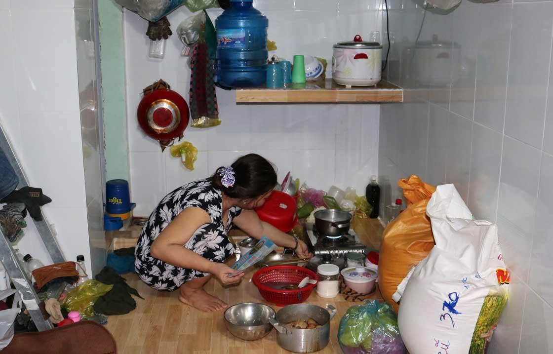 Cuộc sống khó khăn với mức thu nhập thấp, nhiều CNLĐ chọn cách thuê chung phòng trọ để tiết kiệm