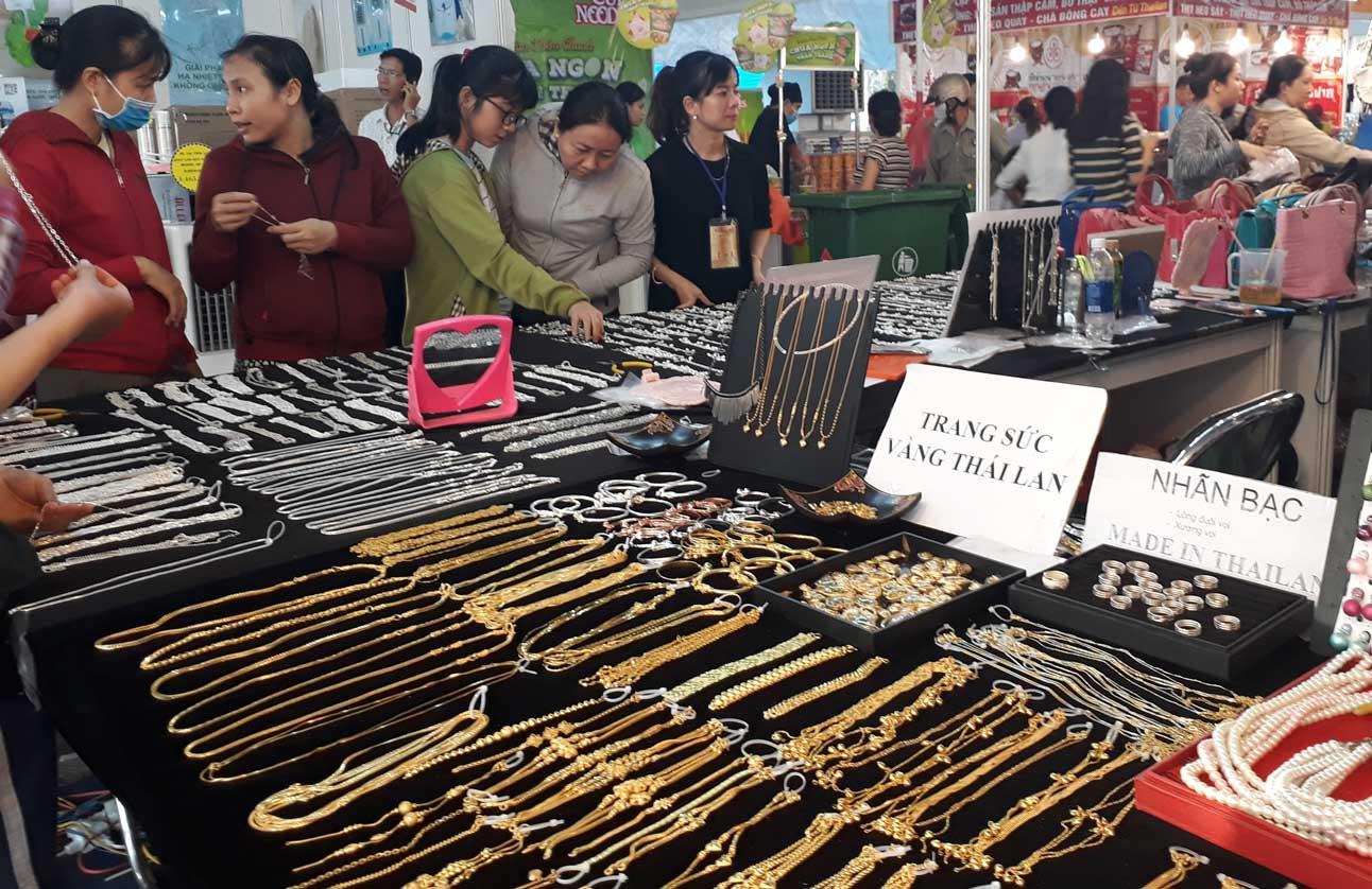 CNLĐ rất thích mua sắm ở các khu chợ lề đường, chợ dành cho công nhân