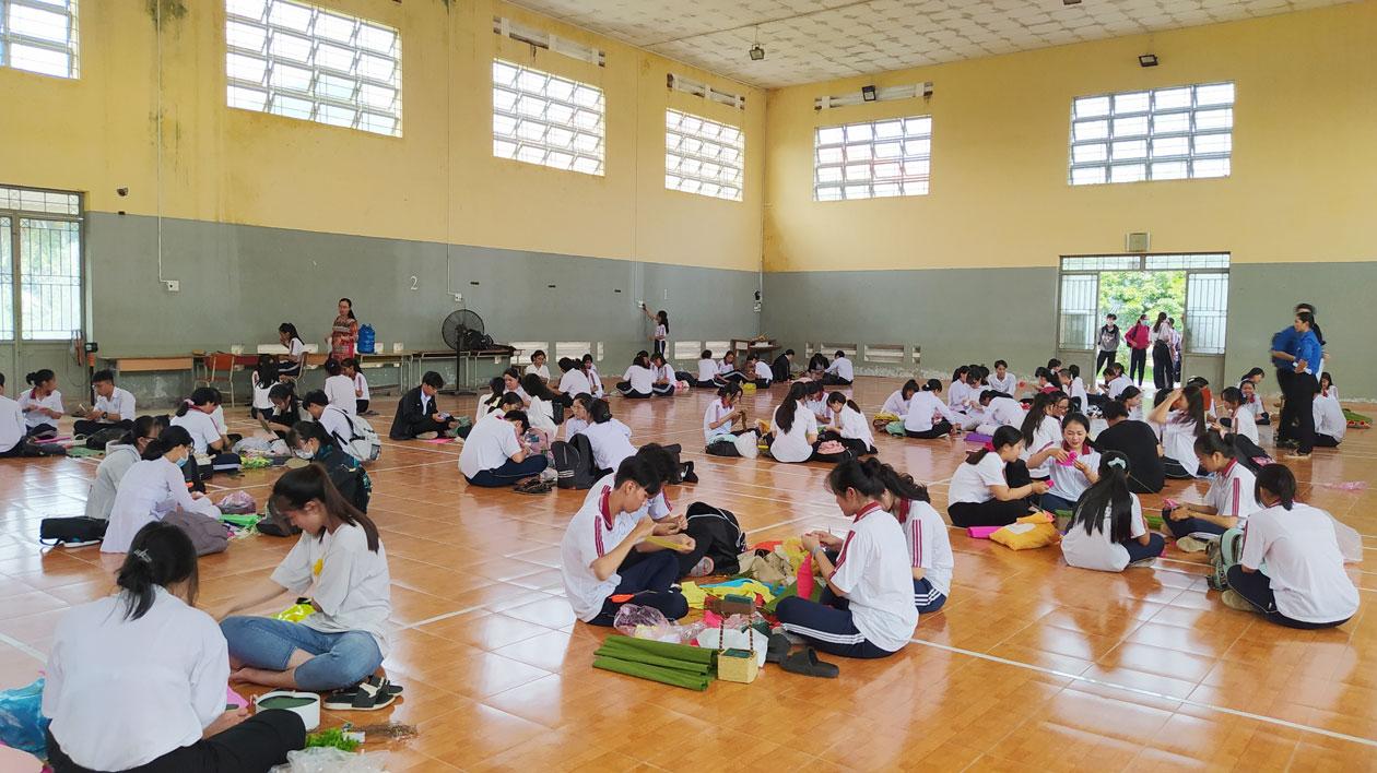 Học sinh tham gia cuộc thi khéo tay kỹ thuật