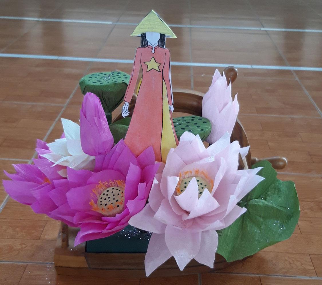Giỏ hoa học sinh dành tặng thầy cô