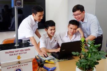 Nhóm học sinh đoạt giải cao, được ký kết hỗ trợ đầu tư
