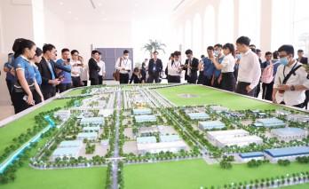 Làn sóng dịch chuyển nhà đầu tư từ khu Đông sang Khu Tây trong quý IV/2020