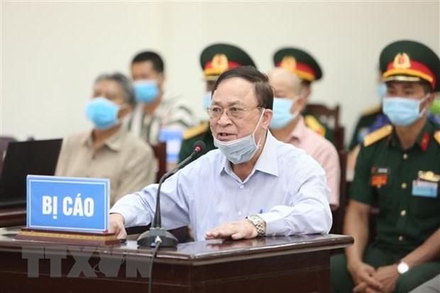 Bị cáo Nguyễn Văn Hiến - cựu Thứ trưởng Bộ Quốc phòng khai báo trước Hội đồng xét xử. (Ảnh: Dương Giang/TTXVN)