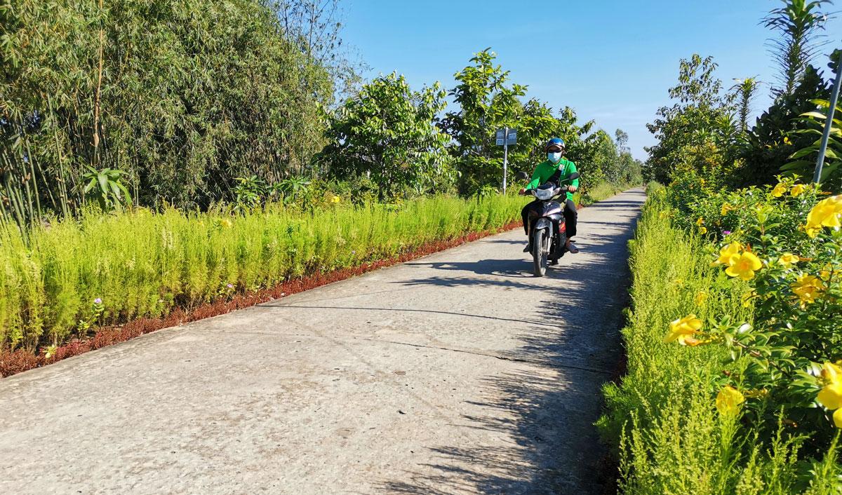 Đường giao thông nông thôn được mở rộng, tráng bêtông sạch sẽ