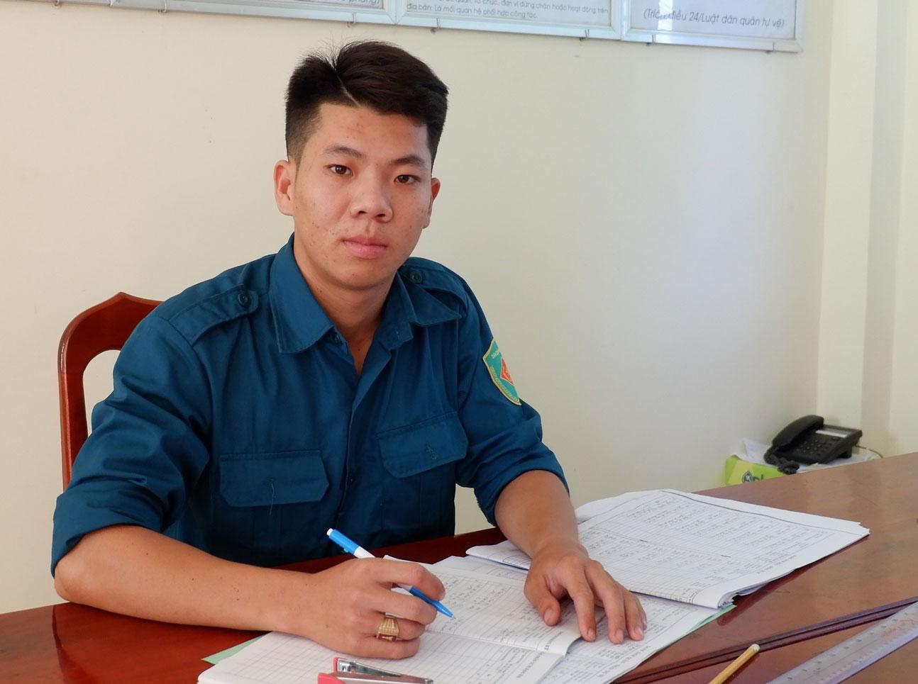 Dân quân thường trực Nguyễn Hoài Phong luôn trách nhiệm trong công việc