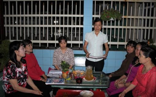 Chi hội trưởng Phụ nữ làm theo gương Bác
