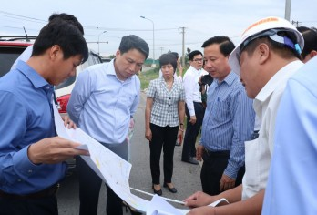Minister of Planning and Investment - Nguyen Chi Dung works in Long An