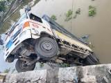 Tiền Giang: Ôtô tải đi vào đường cấm làm sập cầu dân sinh
