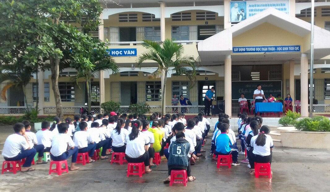 Lớp kỹ năng sống tại Trường THCS Tân Đông, huyện Thạnh Hóa