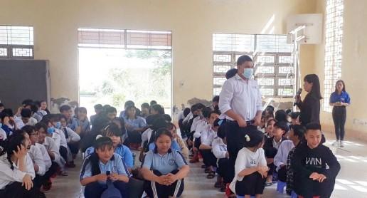 Trang bị kiến thức, kỹ năng sống cho học sinh