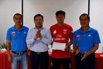 Phấn đấu năm 2023 đưa đội bóng Long An trở lại V-League