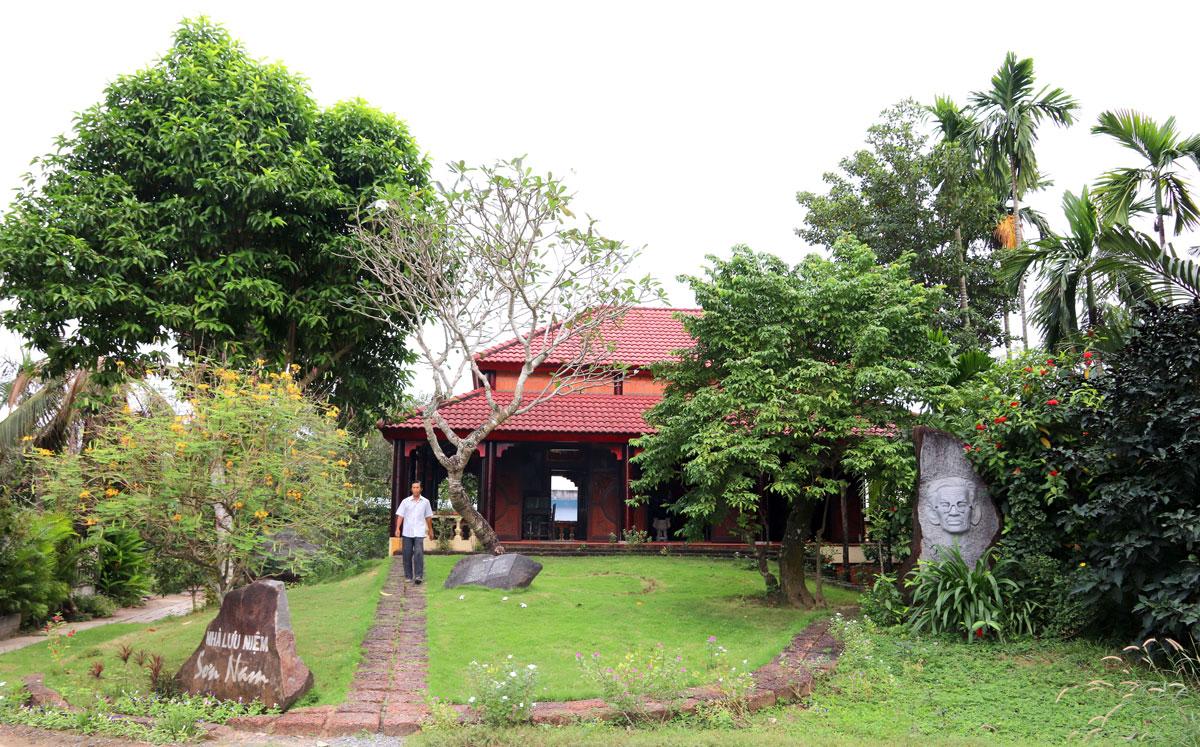 Nhà lưu niệm được vợ chồng người con gái lớn của nhà văn Sơn Nam là bà Đào Thúy Hằng xây dựng để tưởng nhớ người cha đã khuất