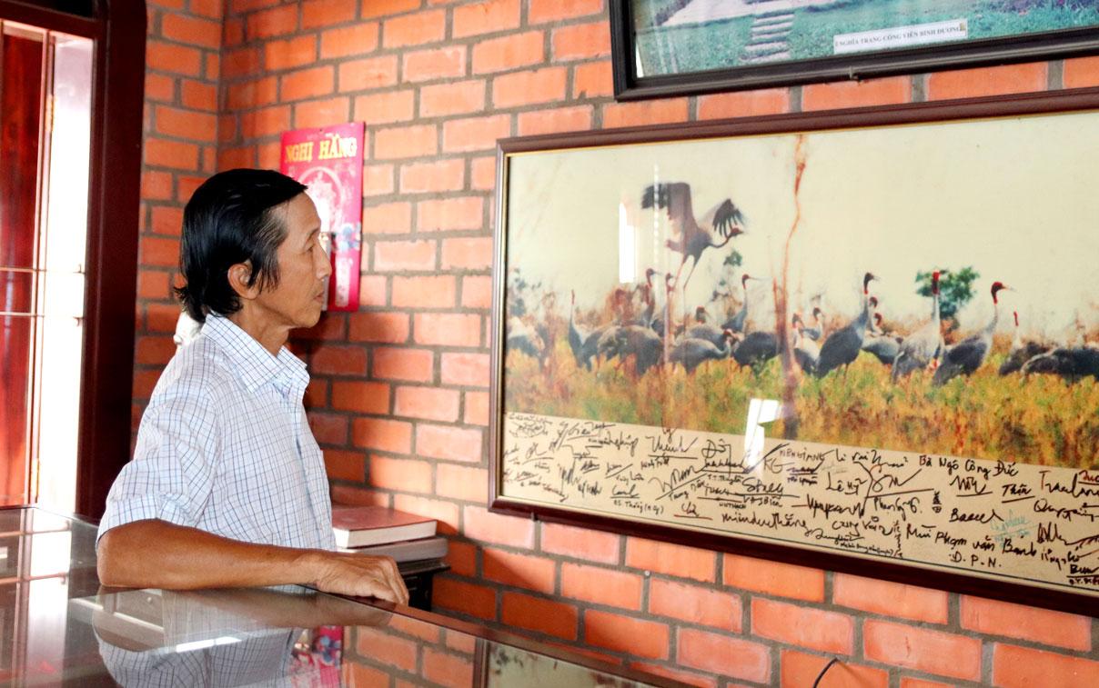 Ông Trương Văn Sáng cho biết, mỗi bức tranh, ảnh được treo tại nhà lưu niệm đều có ý nghĩa riêng