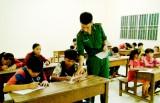 Tấm lòng của thầy giáo quân hàm xanh