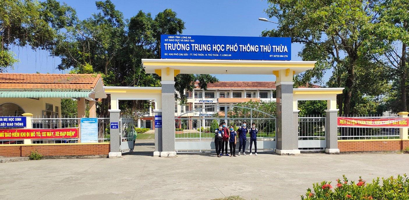 Cổng Trường THPT Thủ Thừa đạt danh hiệu Cổng trường an toàn giao thông