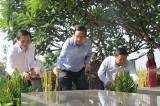 Dâng hương kỷ niệm 10 năm ngày mất Giáo sư Trần Văn Giàu