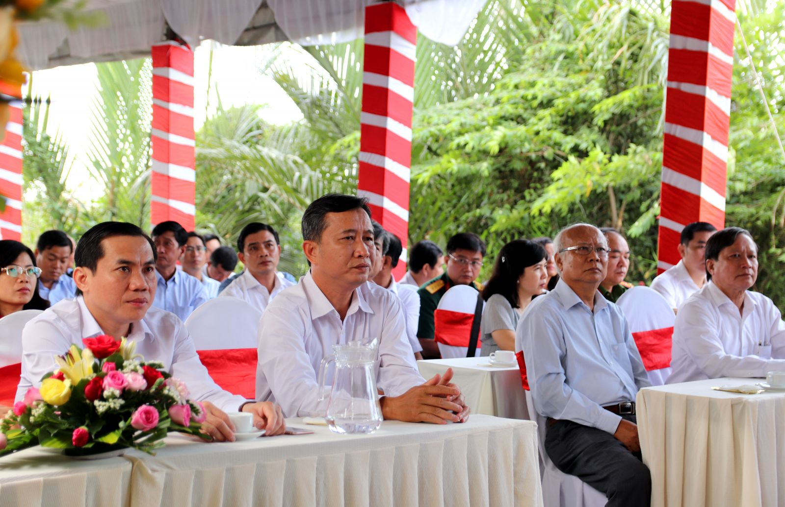 Delegates attend the ceremony about the commencement of Bao Dinh River's Embankment Project (the section from Bao Dinh sluice to the first sluice of Ring Road canal)