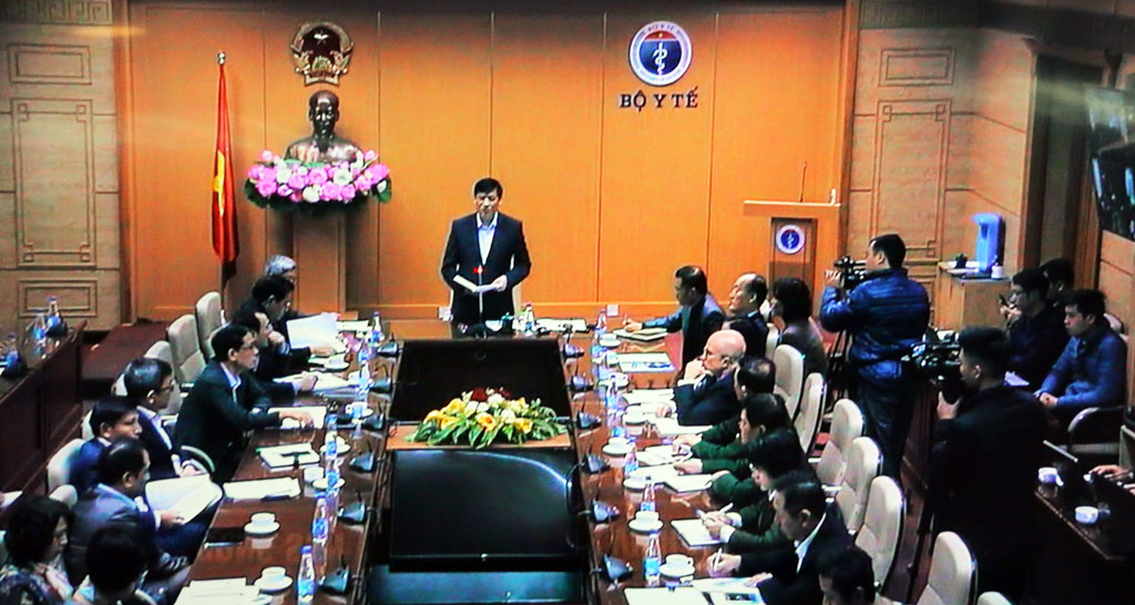 Minister of Health - Nguyen Thanh Long requests the localities need to drastically prevent epidemics at the year-end period, considering this activity as the top period for people to safely celebrate Tet