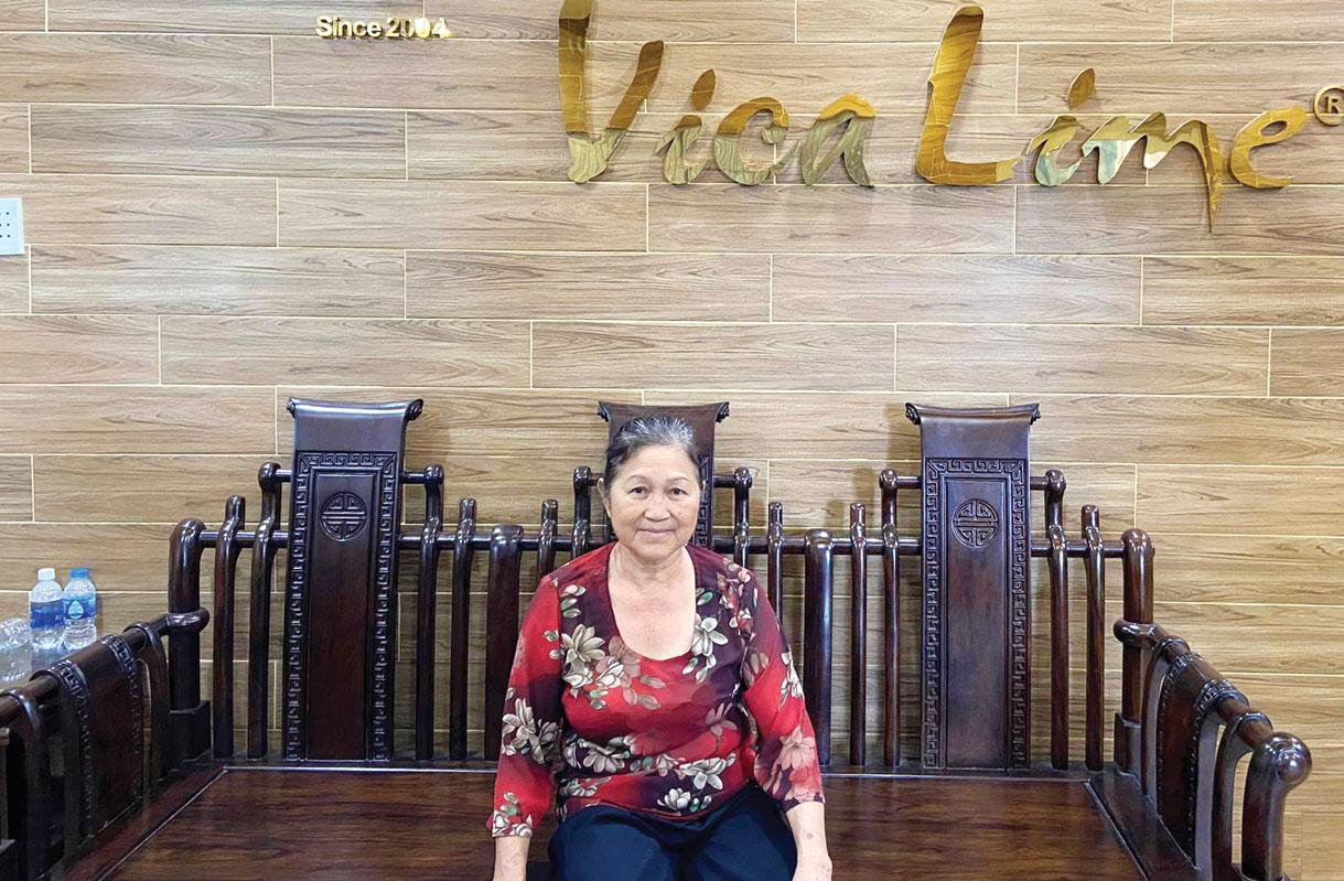 Bà Bùi Thị Ba - nông dân sản xuất, kinh doanh giỏi vinh dự được  đại diện nông dân tỉnh Long An dự Đại hội Thi đua yêu nước toàn quốc lần thứ X