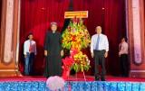 Chủ tịch UBMTTQVN tỉnh Long An thăm, chúc mừng Giáng sinh tại Giáo xứ Tân An