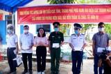 Đoàn công tác các tỉnh phía Nam thăm, tặng quà cán bộ, chiến sĩ Đảo Thổ Chu