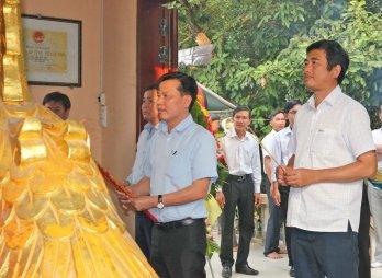 Dâng hương tưởng nhớ ngày Xá Sai Ty Mai Công Hương tuẫn tiết