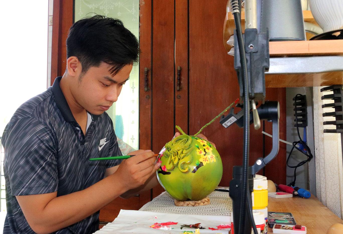 Thông thường vẽ 1 quả dừa và đắp chữ nổi 3D tốn khoảng 1 giờ